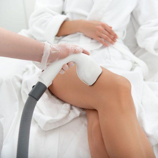 Depilacja laserowa uda i kolana